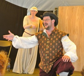 "Performing ""Tam Lin of the Elves"" with Heather Dale at Drake's 2015 Pennsic concert. Photo credit: Suzan Longo."
